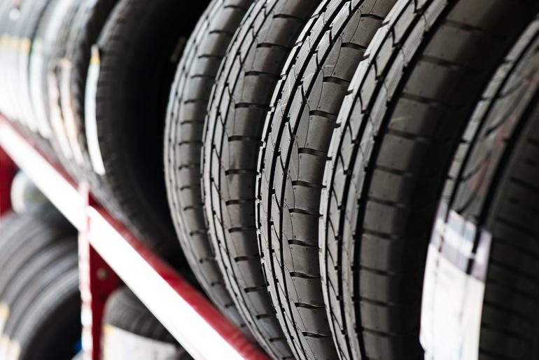 Reifeneinlagerung und Einlagerung von Rädern